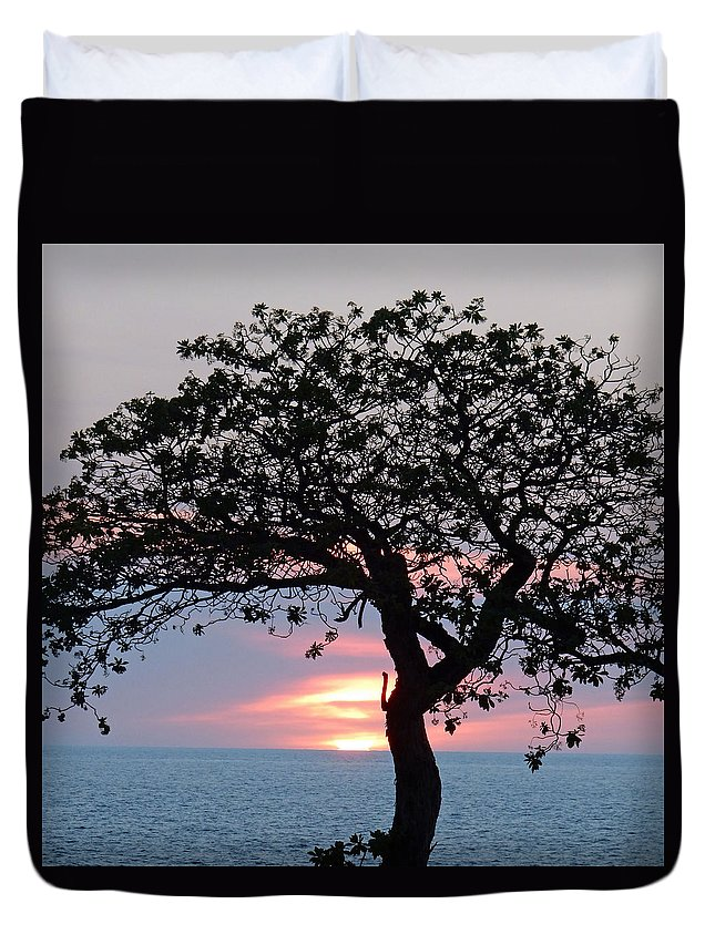 Tree Duvet Cover featuring the photograph Silhouette Sunset by Pamela Walton