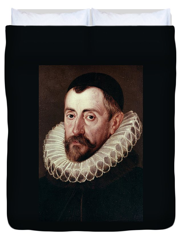 1585 Duvet Cover featuring the painting Sir Francis Walsingham (c1532-1590) by Granger