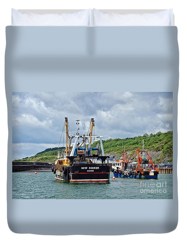 Spanish Eyes Duvet Cover featuring the photograph Size Matters by Susie Peek
