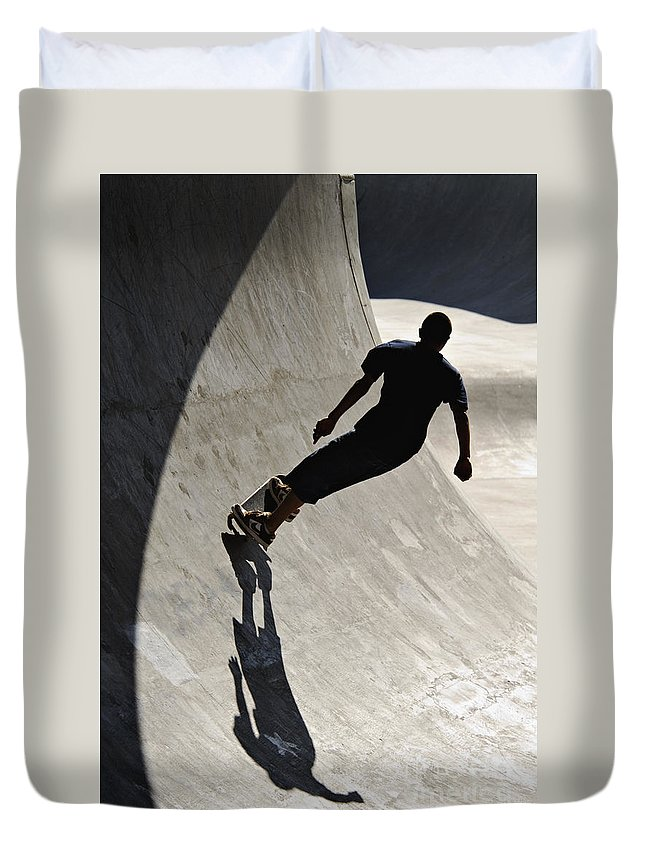 Silhouette Duvet Cover featuring the photograph Skateboard Shadow - D001936 by Daniel Dempster