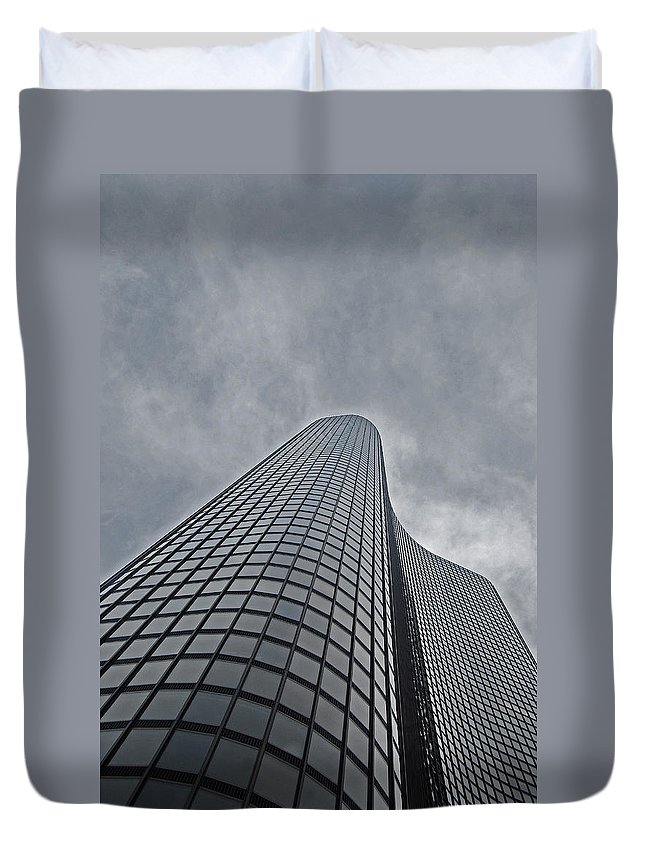 Chicago Duvet Cover featuring the photograph Skyrise Chicago by Skip Willits