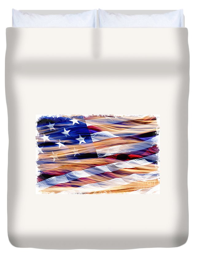 Texture Duvet Cover featuring the photograph Slipping Away - D001883-a by Daniel Dempster