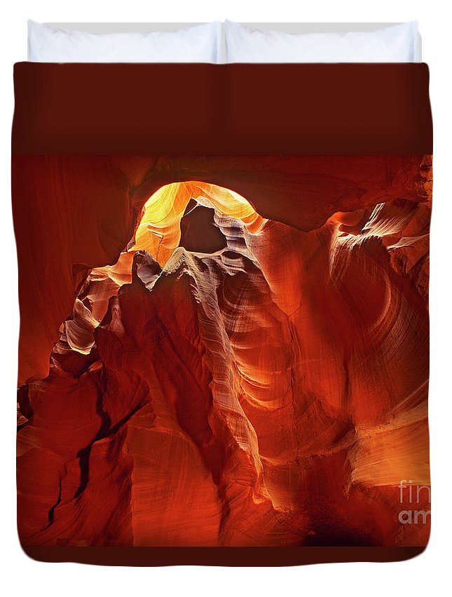 North America Duvet Cover featuring the photograph Slot Canyon Formations In Upper Antelope Canyon Arizona by Dave Welling