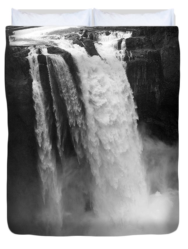 Snoqualmie Falls Duvet Cover featuring the photograph Snoqualmie Falls - Black And White by Carol Groenen