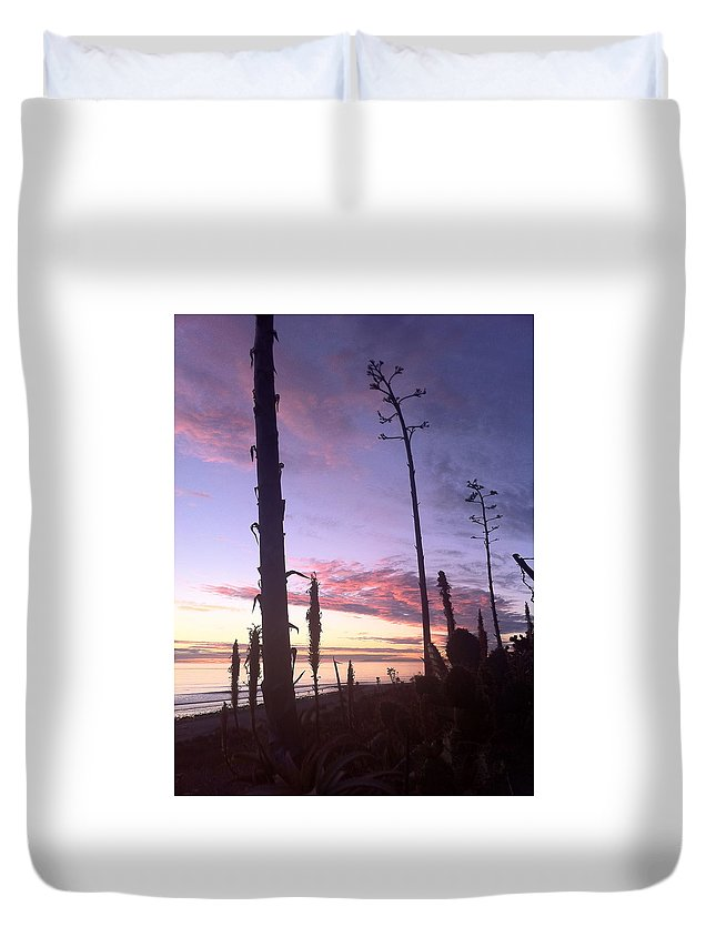 Socalsunsetprint Duvet Cover featuring the photograph Socal Sunset by Paul Carter
