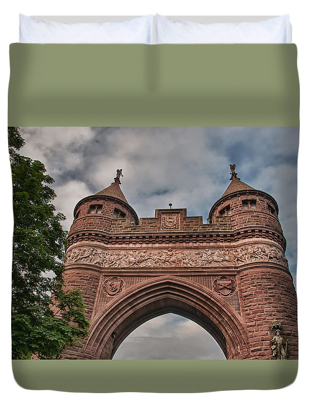 Buildings Duvet Cover featuring the photograph Soldiers And Sailors Memorial Arch by Guy Whiteley