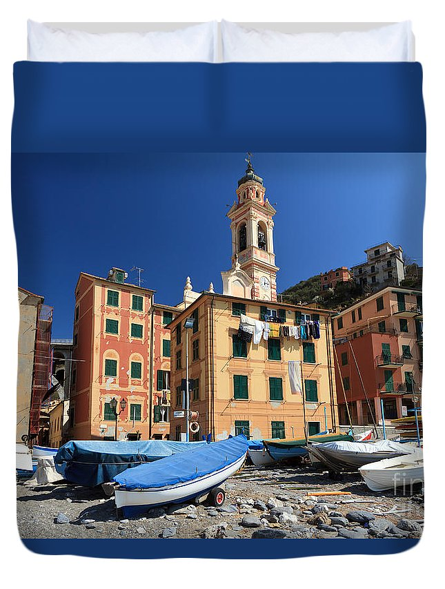Ancient Duvet Cover featuring the photograph Sori - Seafront by Antonio Scarpi