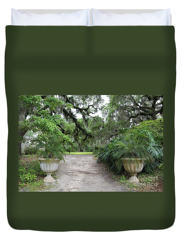 Southern Duvet Cover featuring the photograph Southern Garden Welcome by Carol Groenen