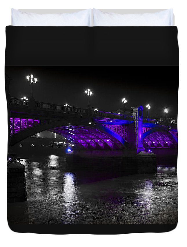 Southwark Duvet Cover featuring the photograph Southwark Bridge London by David Pyatt