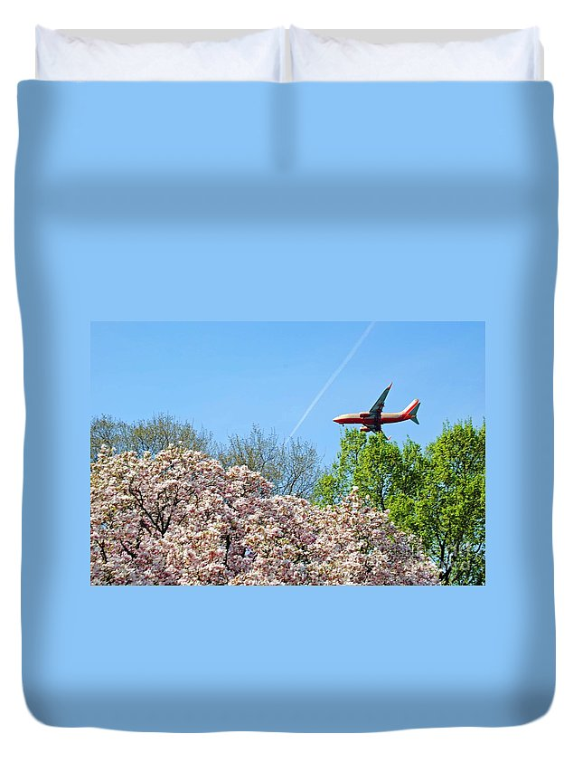 Southwest Duvet Cover featuring the photograph Southwest Airlines by Jost Houk