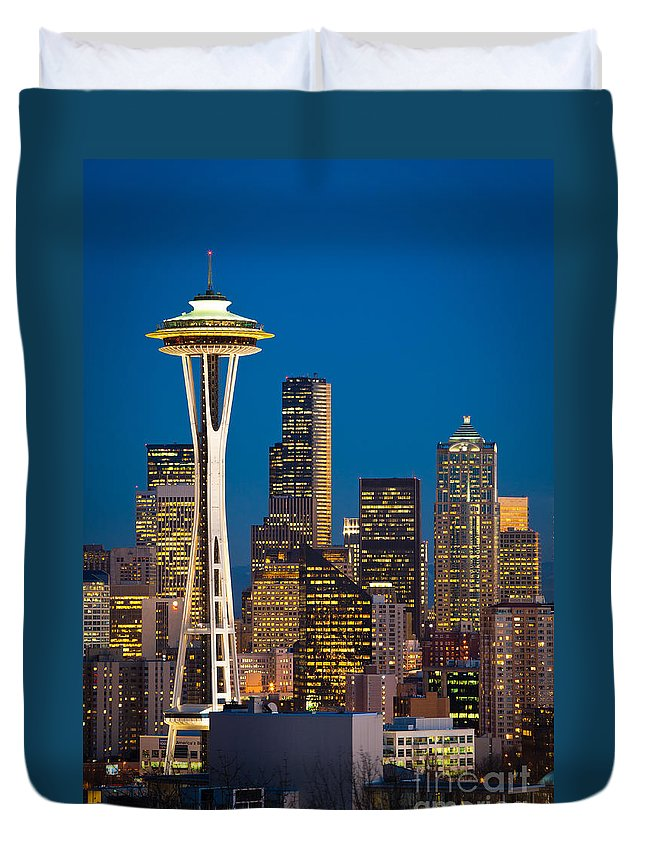 Seattle Duvet Cover featuring the photograph Space Needle Evening by Inge Johnsson
