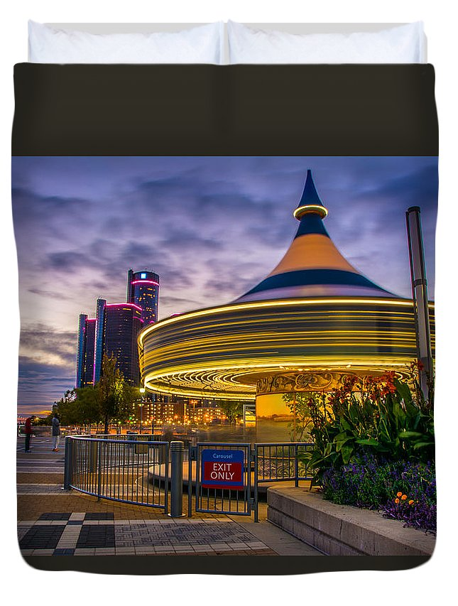 Detroit Duvet Cover featuring the photograph Spin Me Round by Pravin Sitaraman