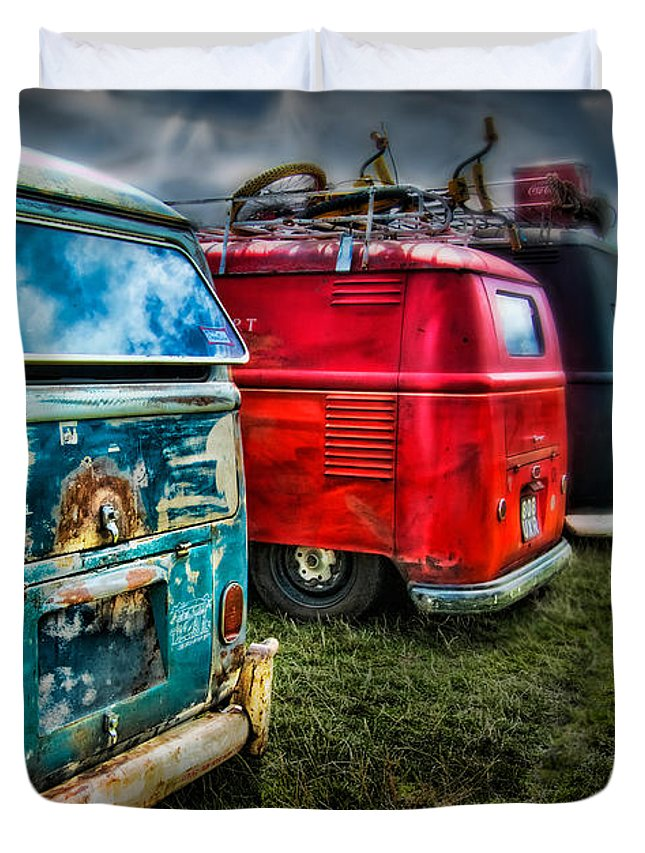 Volkswagen Duvet Cover featuring the digital art Splitty Rotters by Linton Hart