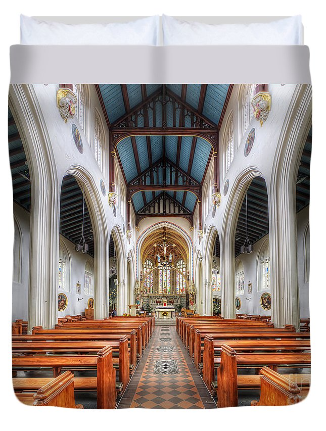 Yhun Suarez Duvet Cover featuring the photograph St Mary's Catholic Church - The Nave by Yhun Suarez
