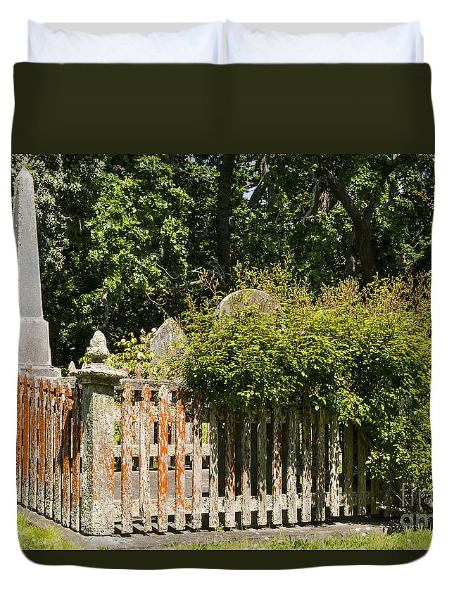 Saint St. Stephen's Graveyard Parnell Auckland New Zealand Grave Stone Tomb Stones Graveyards Odds And Ends Duvet Cover featuring the photograph St. Stephen's Gravesite by Bob Phillips