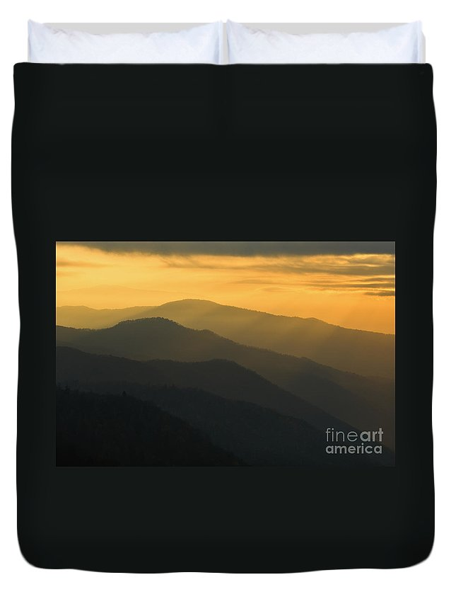 Sunrise Duvet Cover featuring the photograph Stacked Ridges At Dawn - D008234 by Daniel Dempster