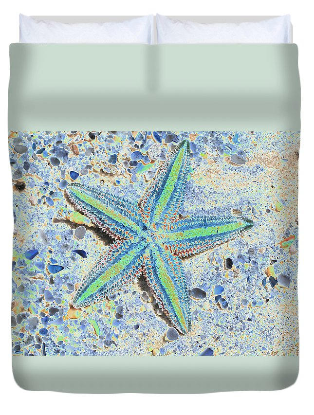 Starfish Duvet Cover featuring the photograph Starfish by Christiane Schulze Art And Photography
