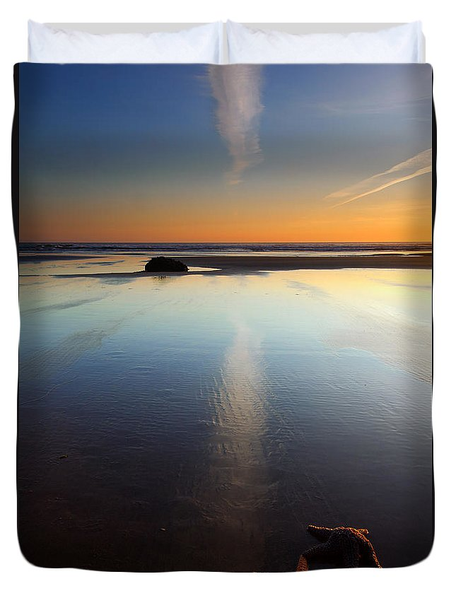 Starfish Duvet Cover featuring the photograph Starfish Sunset by Mike Dawson