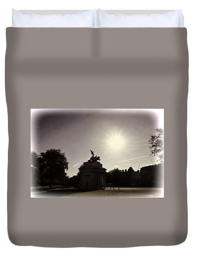 Angel Of Peace Duvet Cover featuring the photograph Statue Of Angel Of Peace Atop The Wellington Arch by Ashish Agarwal