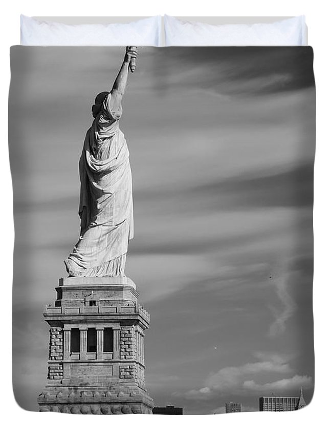 Statue Of Liberty And The Freedom Tower Duvet Cover featuring the photograph Statue Of Liberty And The Freedom Tower by Dan Sproul