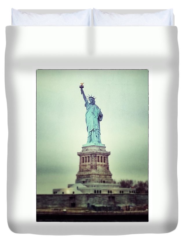 Nyc Duvet Cover featuring the photograph Statue Of Liberty by For Ninety One Days