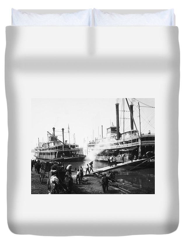 1906 Duvet Cover featuring the photograph Steamboat Landing, 1906 by Granger