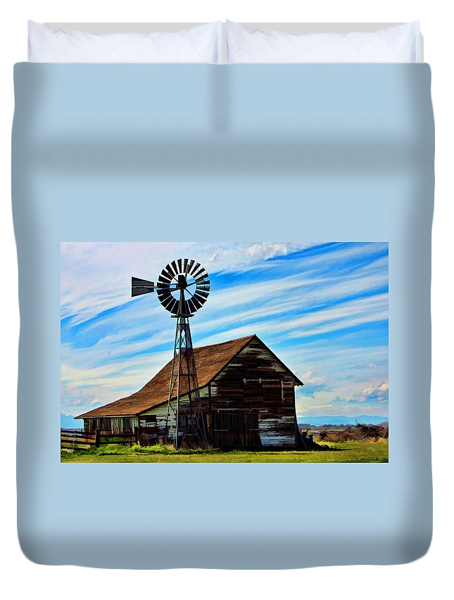 Barn Duvet Cover featuring the photograph Still Standing by David Sanchez