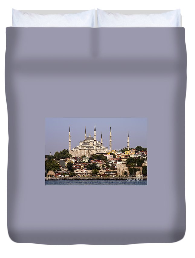 Sultan Ahmet Camii Duvet Cover featuring the photograph Sultan Ahmet Camii by Bob Phillips
