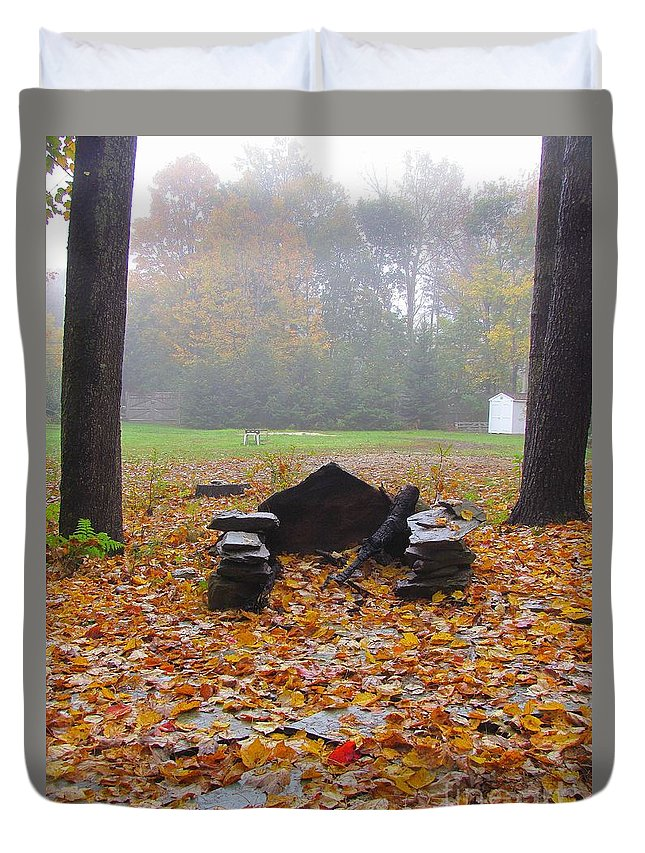 Leaves Duvet Cover featuring the photograph Summer Memories by Elizabeth Dow