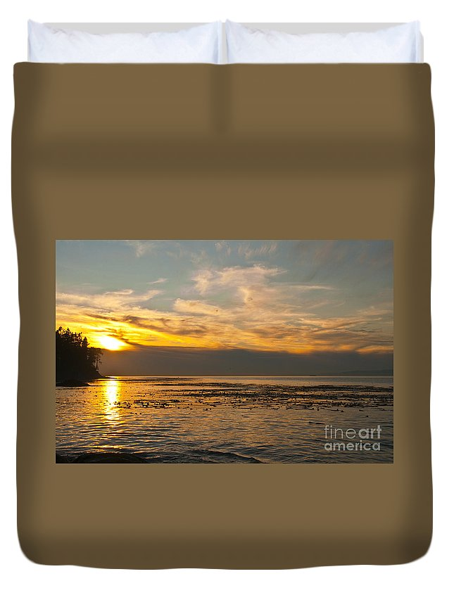 Sunset Duvet Cover featuring the photograph Sun Set by Davina Parypa