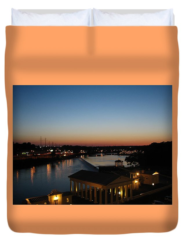 Schuylkill Duvet Cover featuring the photograph Sundown On The Schuylkill by Christopher Woods