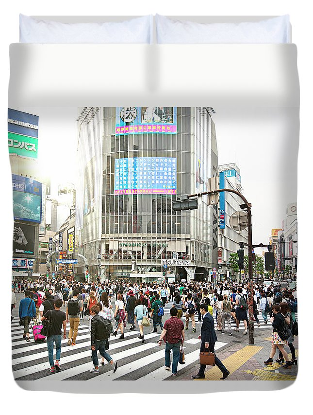 Crowd Duvet Cover featuring the photograph Sunny Day In Shibuya by Xavierarnau