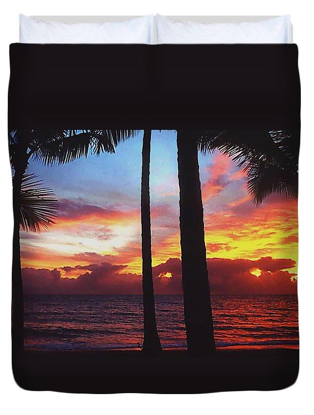 Sunrise In Queensland Duvet Cover featuring the photograph Sunrise In Queensland 1 by Ellen Henneke