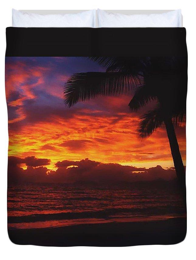 Sunrise In Queensland Duvet Cover featuring the photograph Sunrise In Queensland 2 by Ellen Henneke