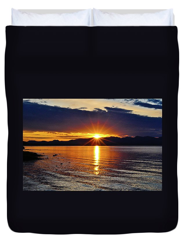 Yellowstone Duvet Cover featuring the photograph Sunrise On Yellowstone Lake by Greg Norrell
