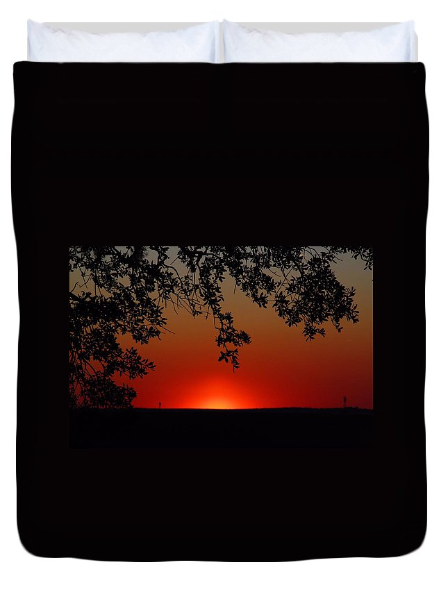 Sunset Duvet Cover featuring the photograph Sunset On Jekyll Island by Kathryn Meyer