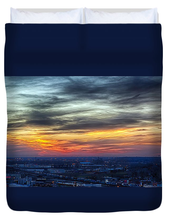 Kansas City Duvet Cover featuring the photograph Sunset Over The Metro by Sennie Pierson