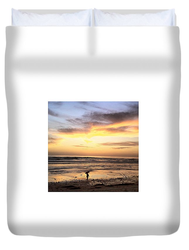 Sunset Surfer Print Framed Prints Duvet Cover featuring the photograph Sunset Surfer by Paul Carter