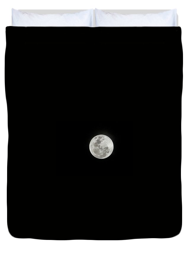 Tranquility Duvet Cover featuring the photograph Super Lua by Texto De Credito Das Fotos