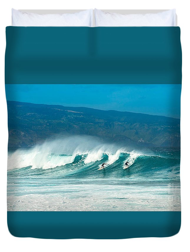 Hookipa Beach Duvet Cover featuring the photograph Surfing Duel by Jamie Pham