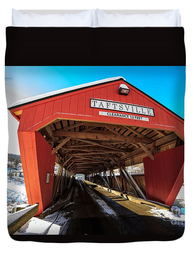 Span Duvet Cover featuring the photograph Taftsville Covered Bridge In Vermont In Winter by Edward Fielding
