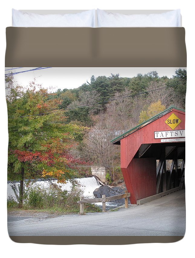 Covered Bridge Duvet Cover featuring the photograph Taftsville Covered Bridge Vermont by Barbara McDevitt