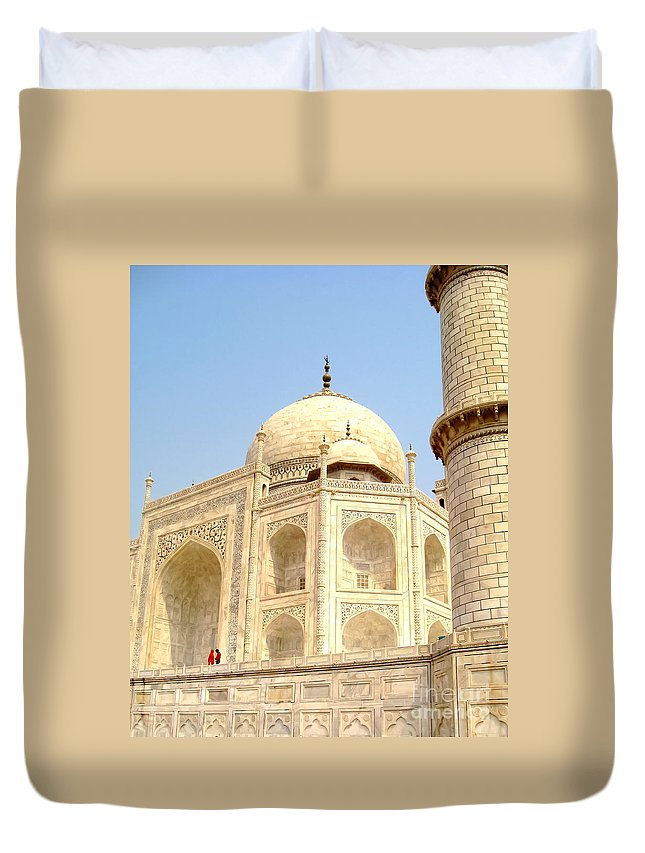 Taj Mahal Duvet Cover featuring the photograph Taj Dome And Minaret by Mary Pille