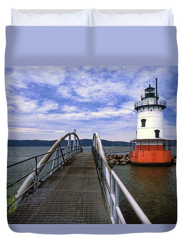 Tarrytown Lighthouse Duvet Cover featuring the photograph Tarrytown Light by Dave Mills