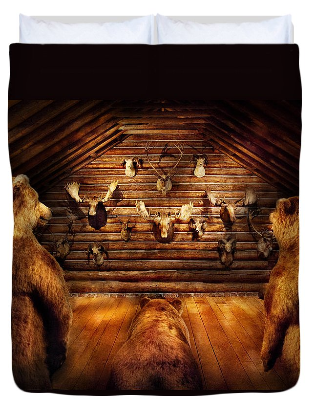 Hdr Duvet Cover featuring the photograph Taxidermy - Home Of The Three Bears by Mike Savad