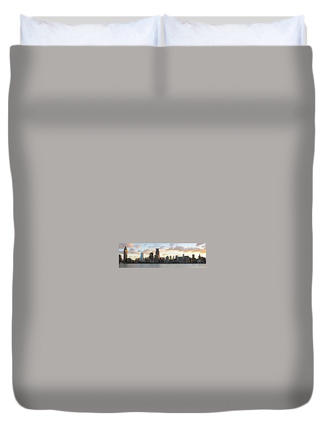 Panoramic Duvet Cover featuring the photograph The Afternoon Of The Bund Buildings by Fine