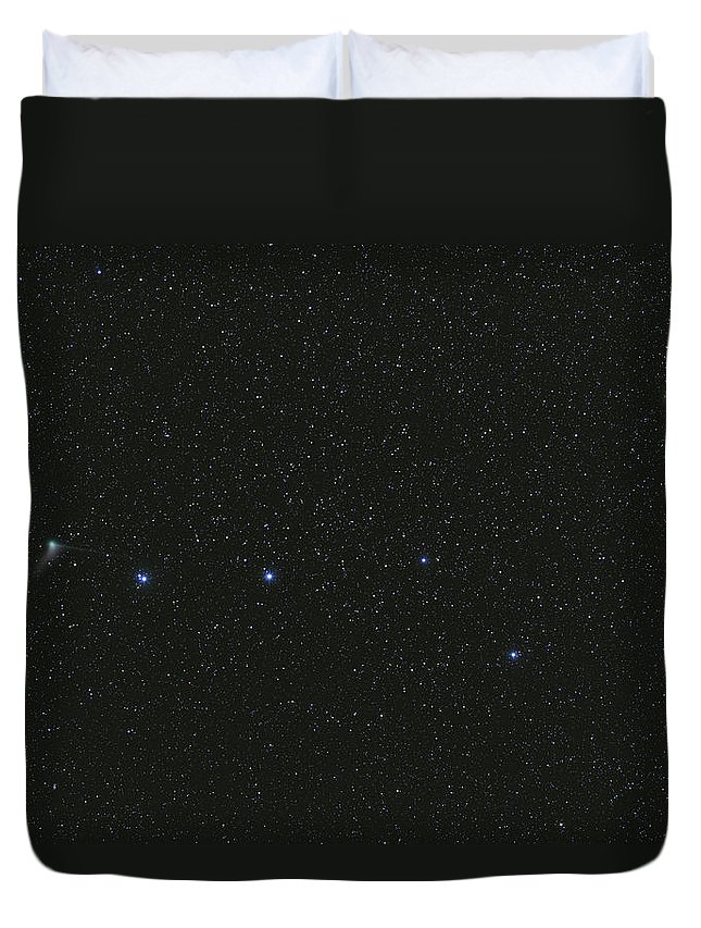 Horizontal Duvet Cover featuring the photograph The Big Dipper And Comet Catalina by Lorand Fenyes