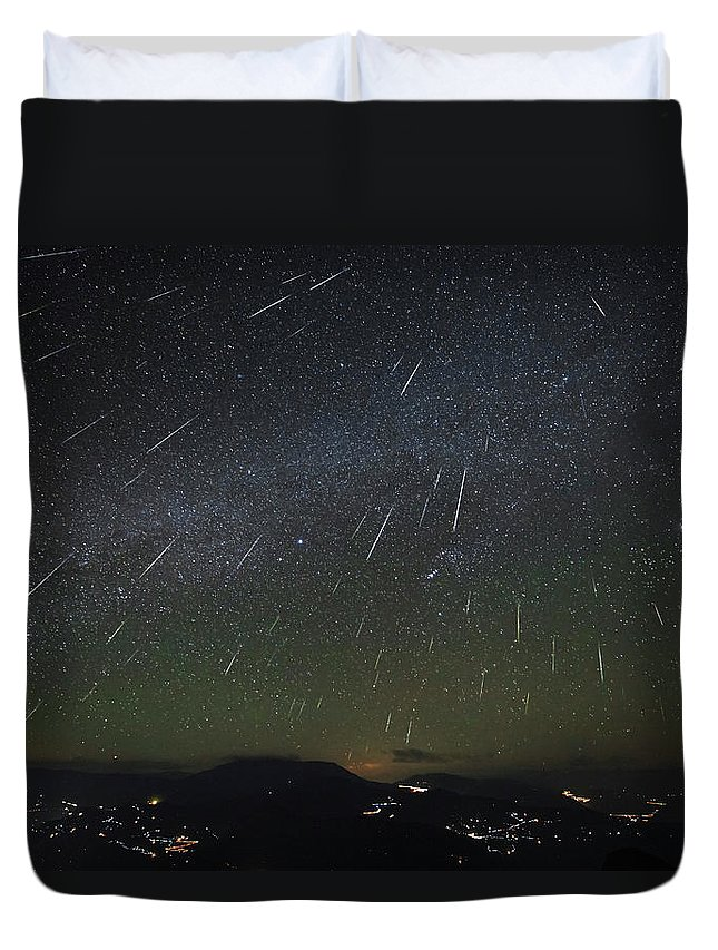 Horizontal Duvet Cover featuring the photograph The Geminids Meteor Shower Streaks by Jeff Dai