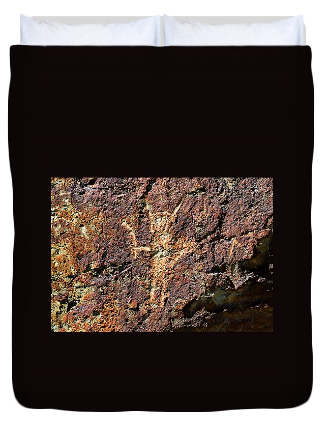 Rock Art Duvet Cover featuring the photograph The Gift by David Lee Thompson
