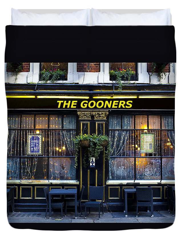 Arsenal Duvet Cover featuring the photograph The Gooners Pub by David Pyatt